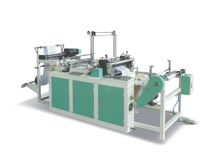 Continuous heat sealing cold cutting bag making machine